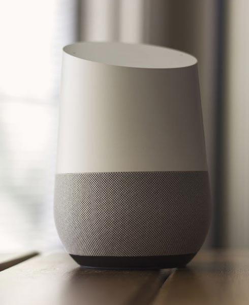 Die Genauigkeit der Spracherkennung hat sich dank Sprachassistenten wie Google Home oder Alexa verbessert.